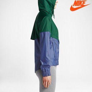 RARE Nike  windrunner jacket